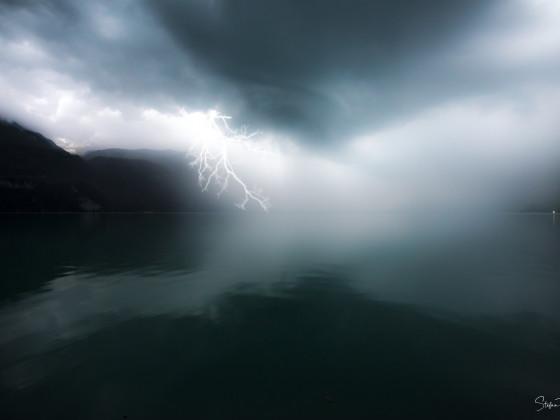 Gewitterfront über dem Brienzersee