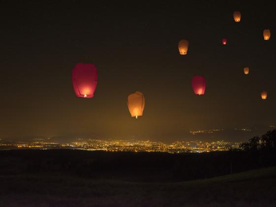 Lampions am Nachthimmel