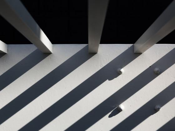 Schattenspiel einer Brüstung