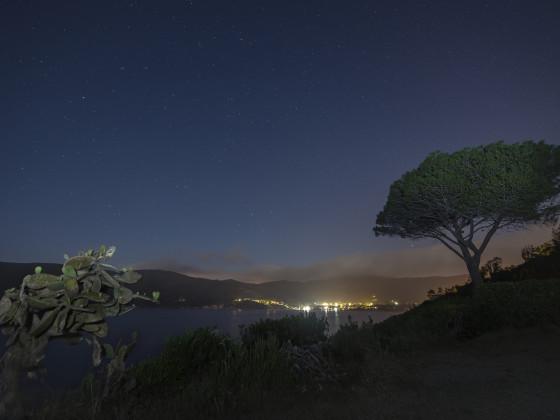 Bucht von Lacona in der Nacht