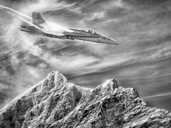 F/A-18 über Jungfraugipfel HDR