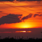 Sonnenuntergang und Industrieanlagen