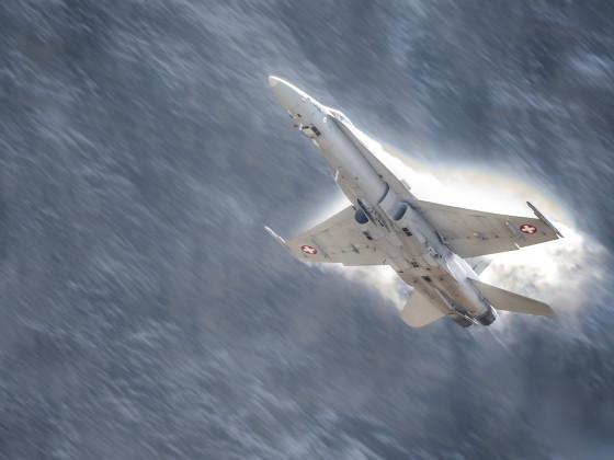 F/A-18 mit Kondenswolke